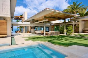 hawaii home design. Located on the large island  this Hawaiian home is decorated inside a modern sumptuous Balinese style which was inspired by temples and traditional Tropical Home Design in Hawaii vhomez